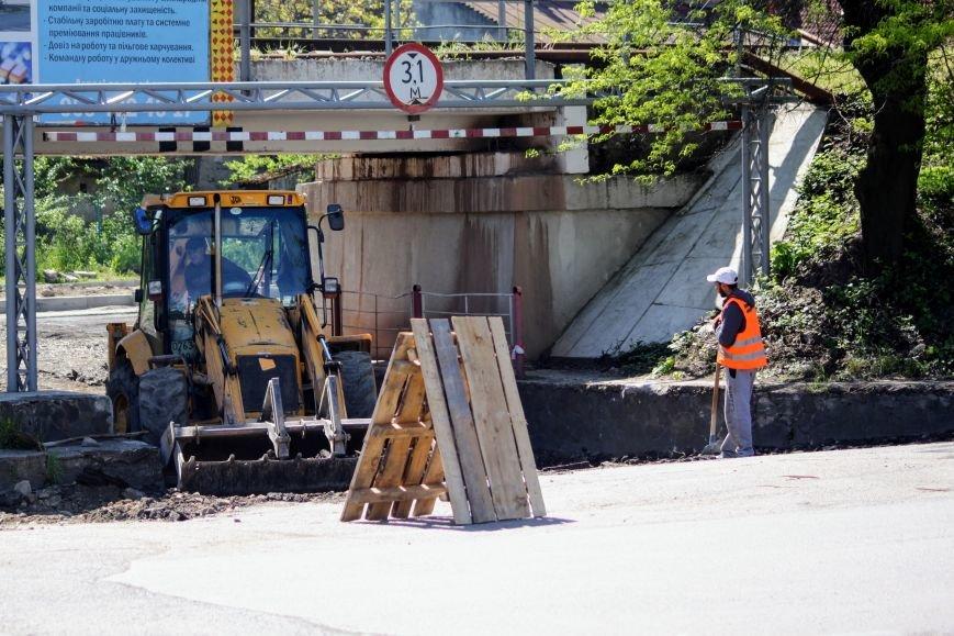 Мільйон гривень за нову дорогу і бруківку під переїздом: як ремонтують вулицю Антонівську (ФОТОРЕПОРТАЖ), фото-19