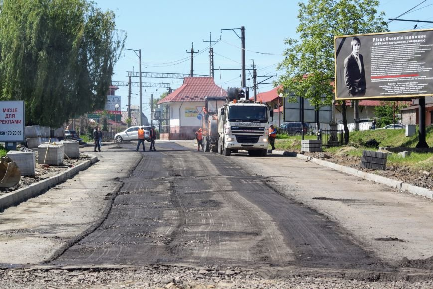 Мільйон гривень за нову дорогу і бруківку під переїздом: як ремонтують вулицю Антонівську (ФОТОРЕПОРТАЖ), фото-20