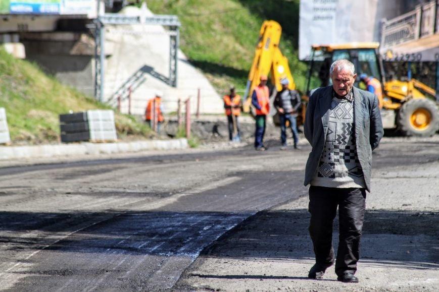 Мільйон гривень за нову дорогу і бруківку під переїздом: як ремонтують вулицю Антонівську (ФОТОРЕПОРТАЖ), фото-17