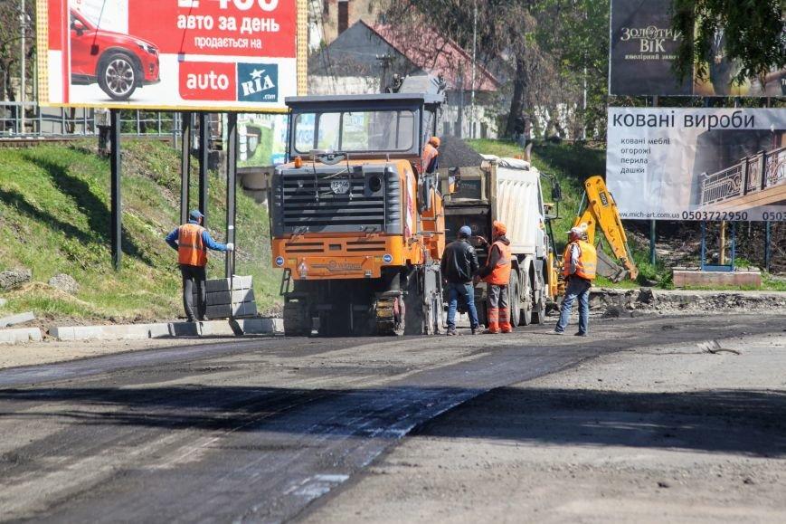 Мільйон гривень за нову дорогу і бруківку під переїздом: як ремонтують вулицю Антонівську (ФОТОРЕПОРТАЖ), фото-2