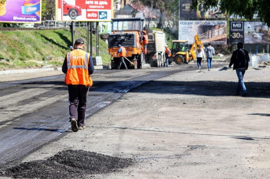 Мільйон гривень за нову дорогу і бруківку під переїздом: як ремонтують вулицю Антонівську (ФОТОРЕПОРТАЖ), фото-10