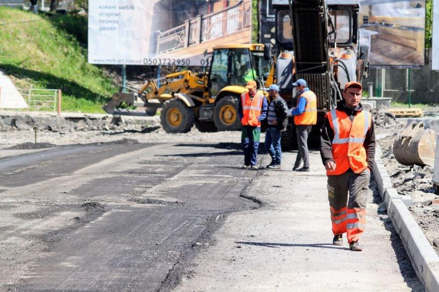 Мільйон гривень за нову дорогу і бруківку під переїздом: як ремонтують вулицю Антонівську (ФОТОРЕПОРТАЖ), фото-1