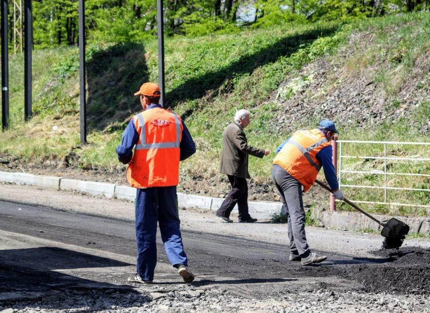 Мільйон гривень за нову дорогу і бруківку під переїздом: як ремонтують вулицю Антонівську (ФОТОРЕПОРТАЖ), фото-5