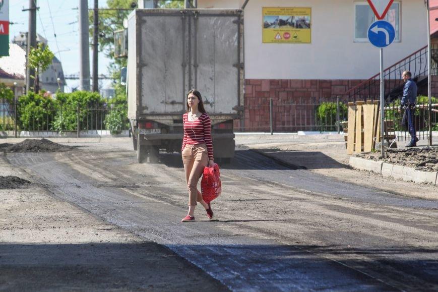 Мільйон гривень за нову дорогу і бруківку під переїздом: як ремонтують вулицю Антонівську (ФОТОРЕПОРТАЖ), фото-16