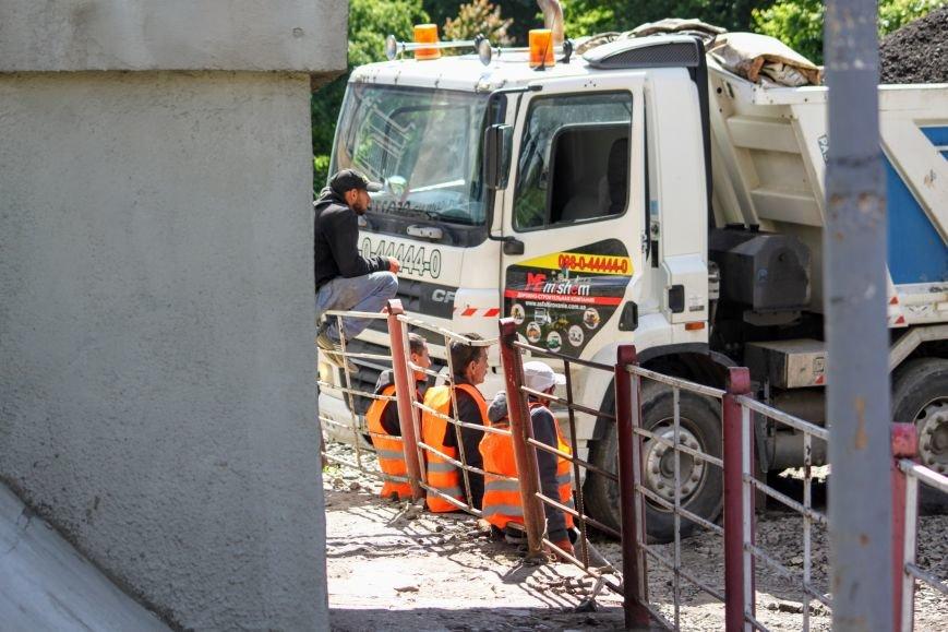 Мільйон гривень за нову дорогу і бруківку під переїздом: як ремонтують вулицю Антонівську (ФОТОРЕПОРТАЖ), фото-6