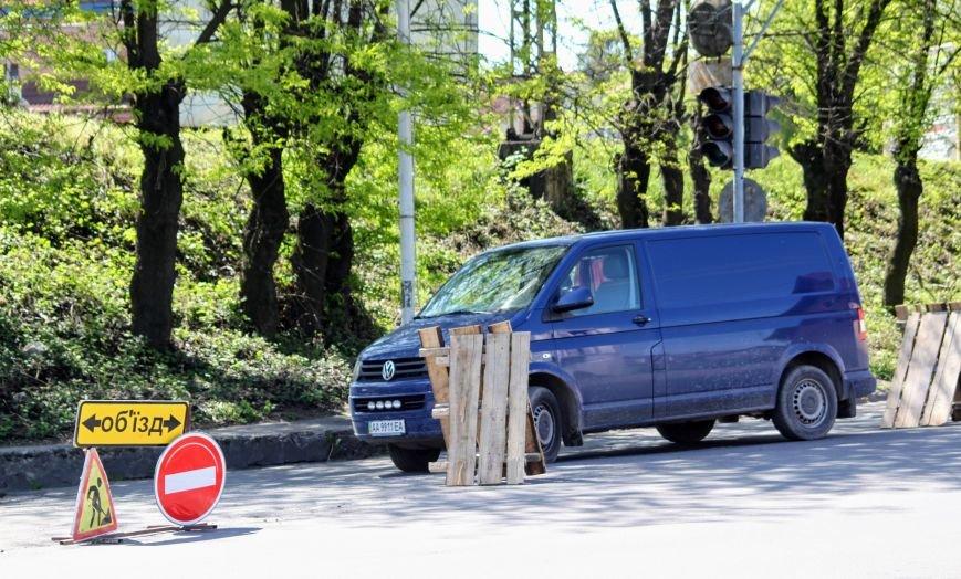 Мільйон гривень за нову дорогу і бруківку під переїздом: як ремонтують вулицю Антонівську (ФОТОРЕПОРТАЖ), фото-18