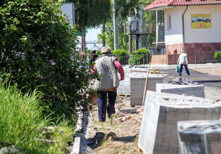 Мільйон гривень за нову дорогу і бруківку під переїздом: як ремонтують вулицю Антонівську (ФОТОРЕПОРТАЖ), фото-12