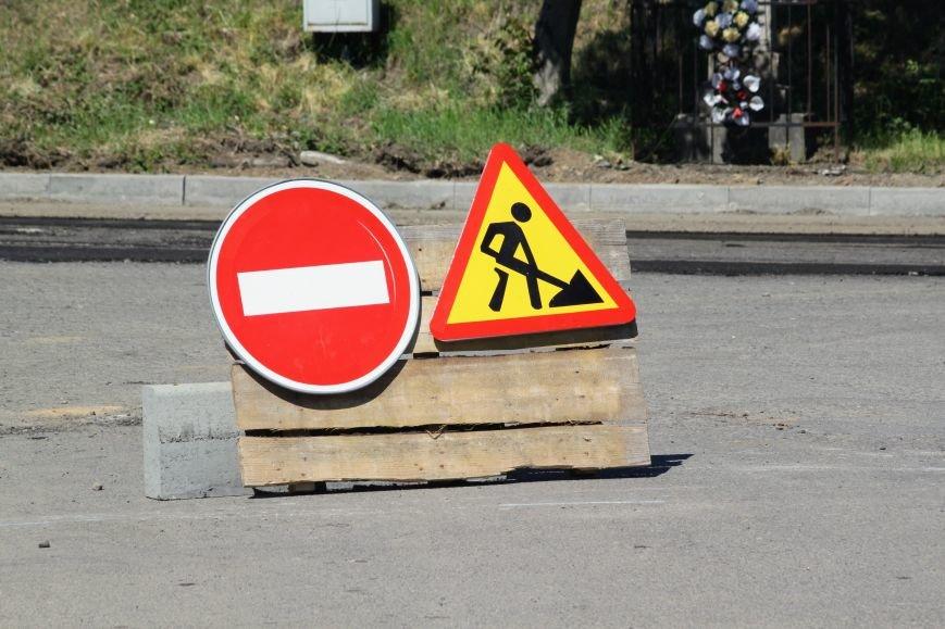 Мільйон гривень за нову дорогу і бруківку під переїздом: як ремонтують вулицю Антонівську (ФОТОРЕПОРТАЖ), фото-9