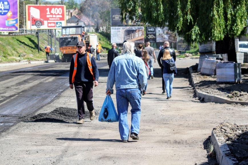 Мільйон гривень за нову дорогу і бруківку під переїздом: як ремонтують вулицю Антонівську (ФОТОРЕПОРТАЖ), фото-7