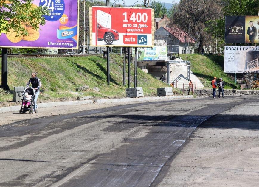 Мільйон гривень за нову дорогу і бруківку під переїздом: як ремонтують вулицю Антонівську (ФОТОРЕПОРТАЖ), фото-8
