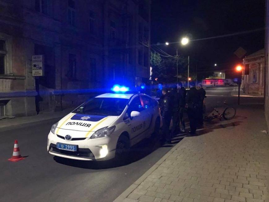 """В Ужгороді на Підгірній на пішохідному переході водій """"Шкоди"""" збив велосипедиста: фото, фото-9"""