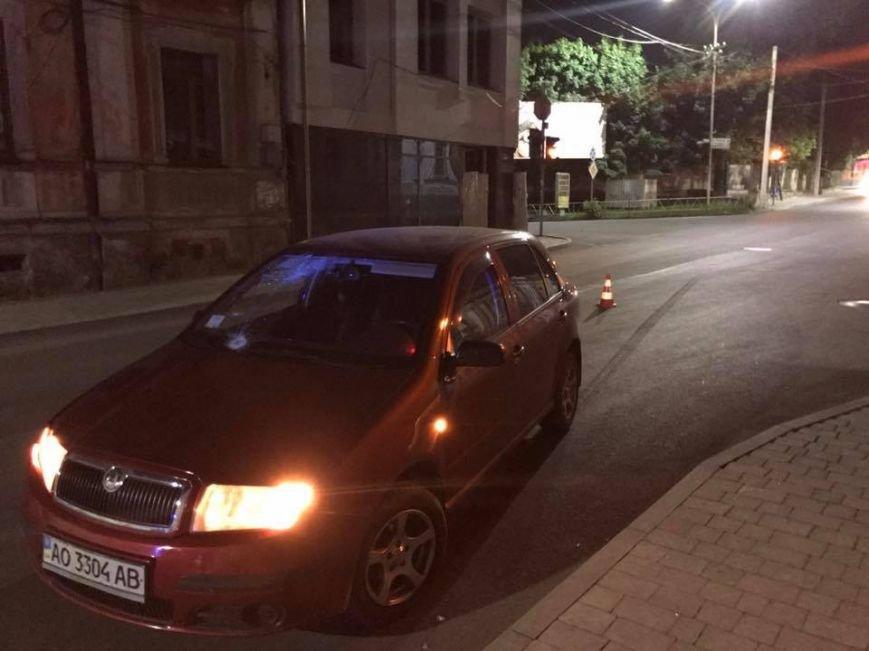 """В Ужгороді на Підгірній на пішохідному переході водій """"Шкоди"""" збив велосипедиста: фото, фото-7"""