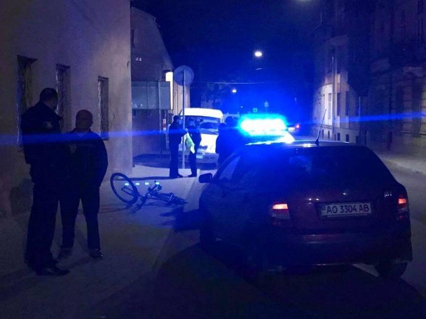 """В Ужгороді на Підгірній на пішохідному переході водій """"Шкоди"""" збив велосипедиста: фото, фото-4"""