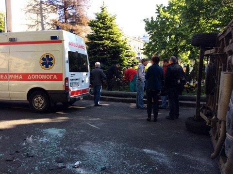 ДТП напроспекте Яворницкого: перевернулась «скорая» сбеременной девушкой внутри