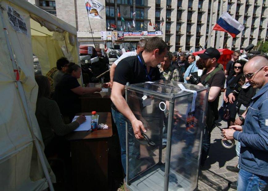 Годовщина псевдореферендума в Донбассе: как это было, - ФОТО, фото-5