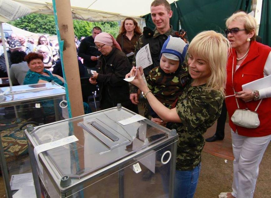 Годовщина псевдореферендума в Донбассе: как это было, - ФОТО, фото-7