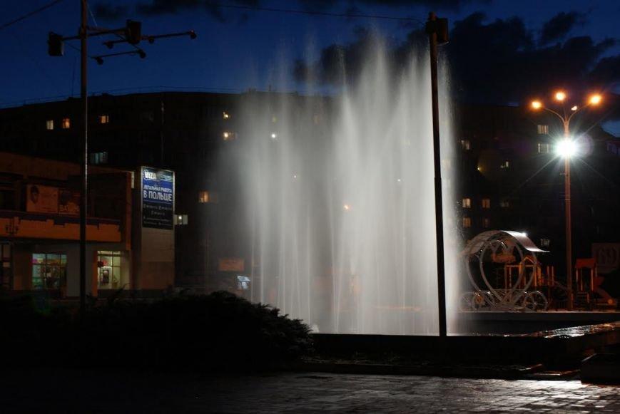 """Фонтан возле """"Мира"""" в Каменском стал светомузыкальным, фото-4"""