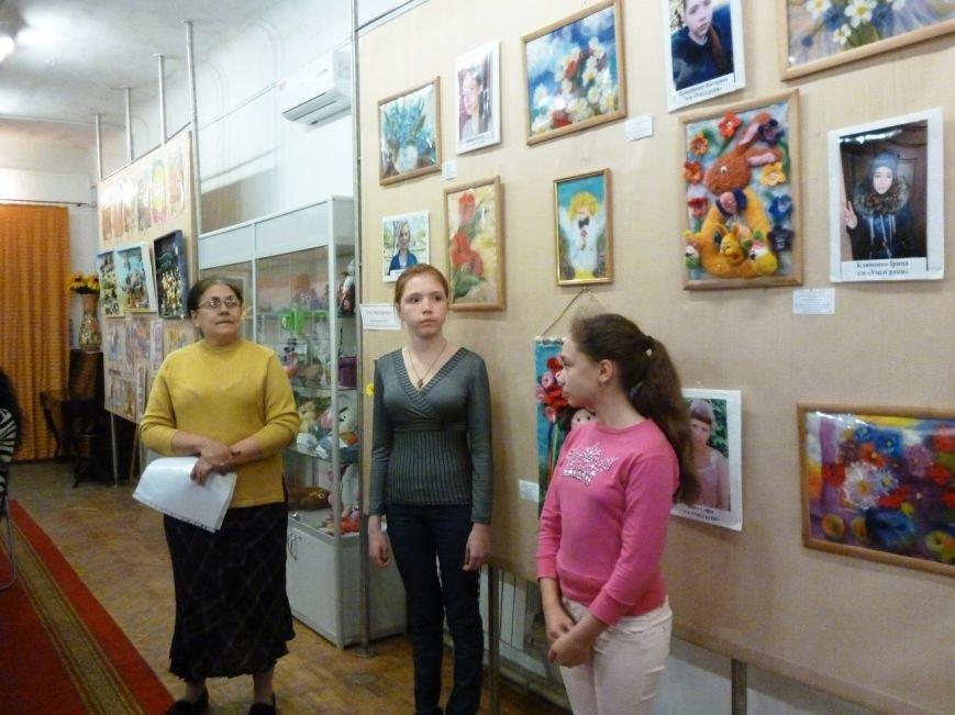 В музеї відкрилася виставка «Обдаровані діти – надія України», фото-1