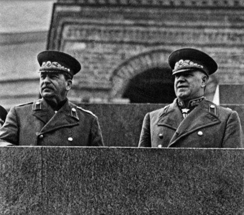 Stalin_i_ZHukov_na_parade_Pobedy._24_iyunya_1945_g