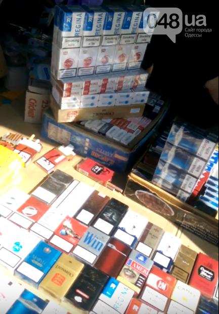 """Одесский Привоз засыпали подпольными сигаретами: у копов """"молчок""""(ФОТО, ВИДЕО), фото-3"""