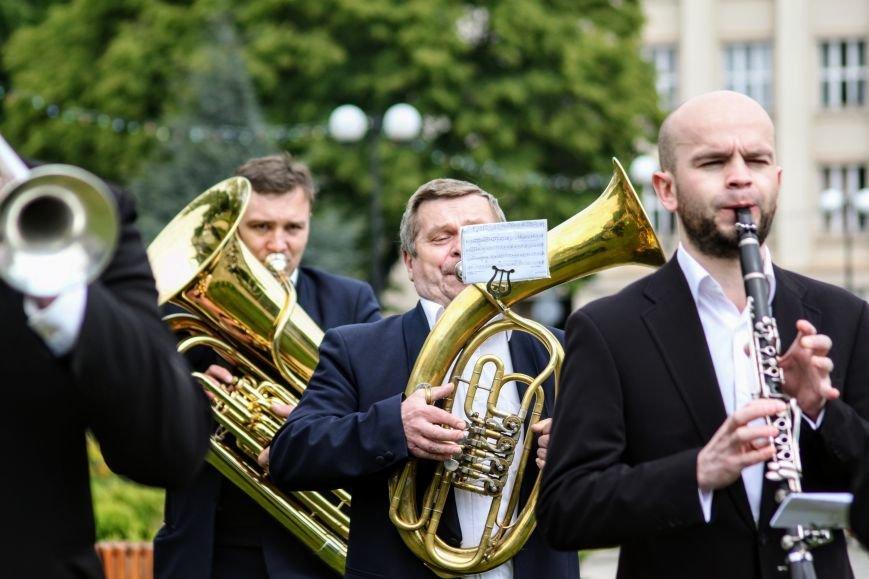 Ужгород відсвяткував ухвалення безвізу швидше за Президента: фоторепортаж, фото-13