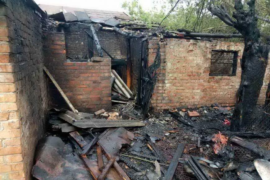 В центре Мерефы горело хозяйственное здание (ФОТО), фото-1