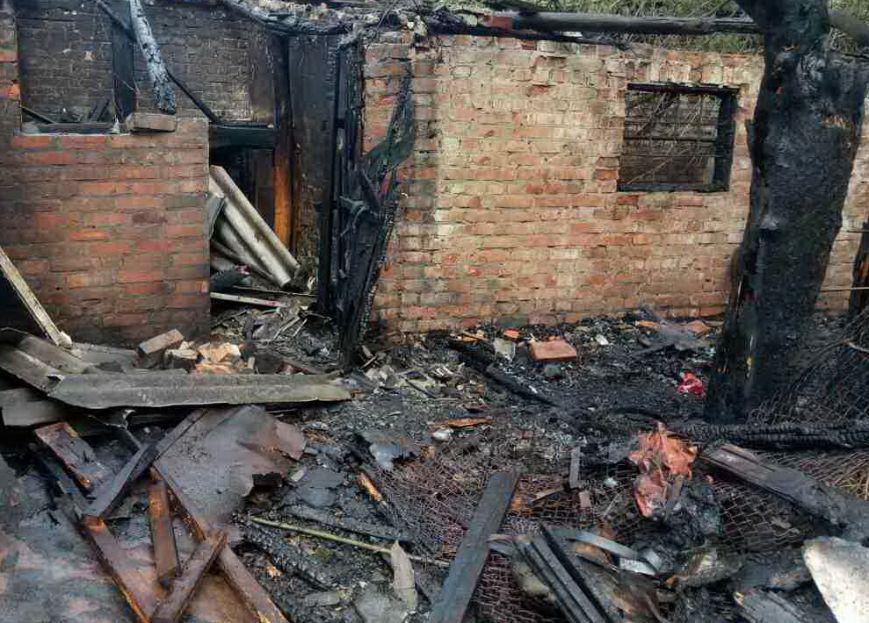 В центре Мерефы горело хозяйственное здание (ФОТО), фото-2
