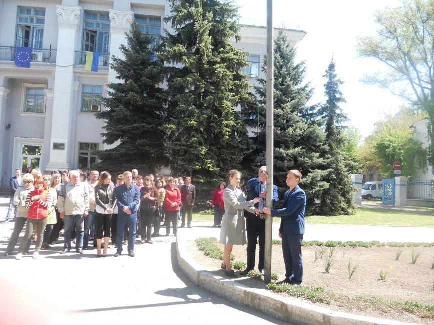 Над Новомосковском подняли флаги ЕС и Украины, фото-8