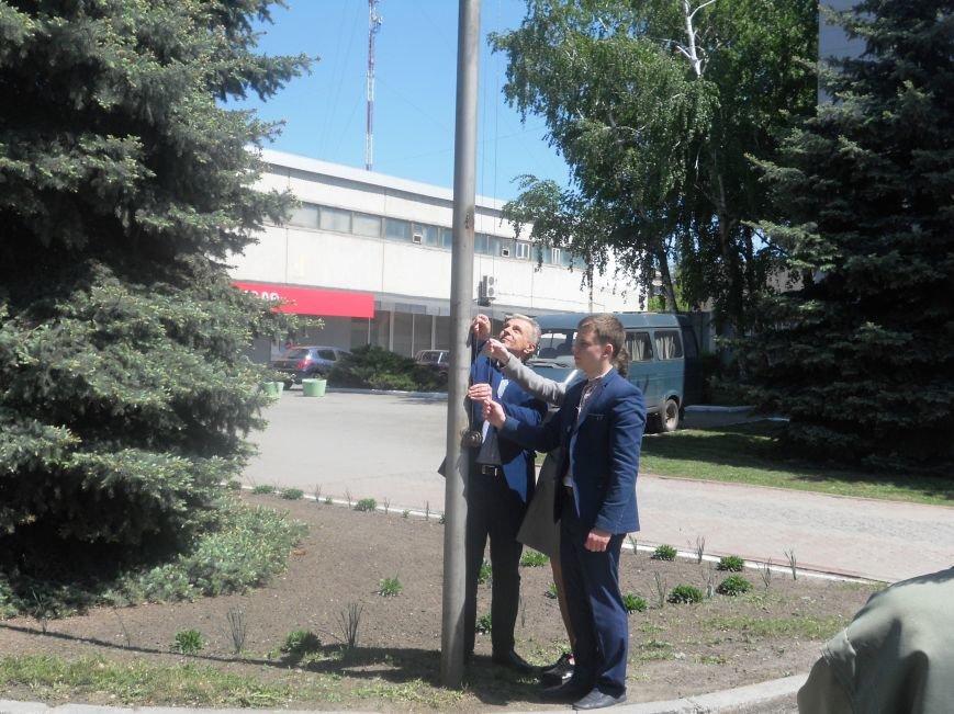 Над Новомосковском подняли флаги ЕС и Украины, фото-5