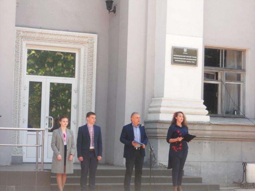 Над Новомосковском подняли флаги ЕС и Украины, фото-3