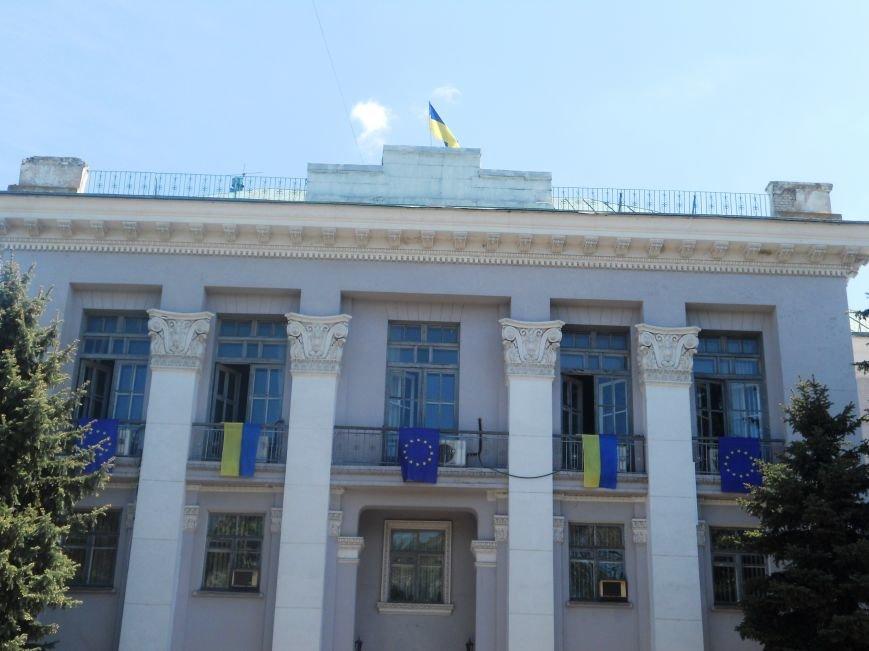 Над Новомосковском подняли флаги ЕС и Украины, фото-2