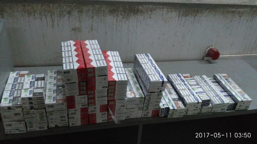 """Водій """"Мерседесу"""" хотів заробити на контрабандних цигарках, однак через митників позбувся авто за 9 тисяч доларів: фото, фото-1"""