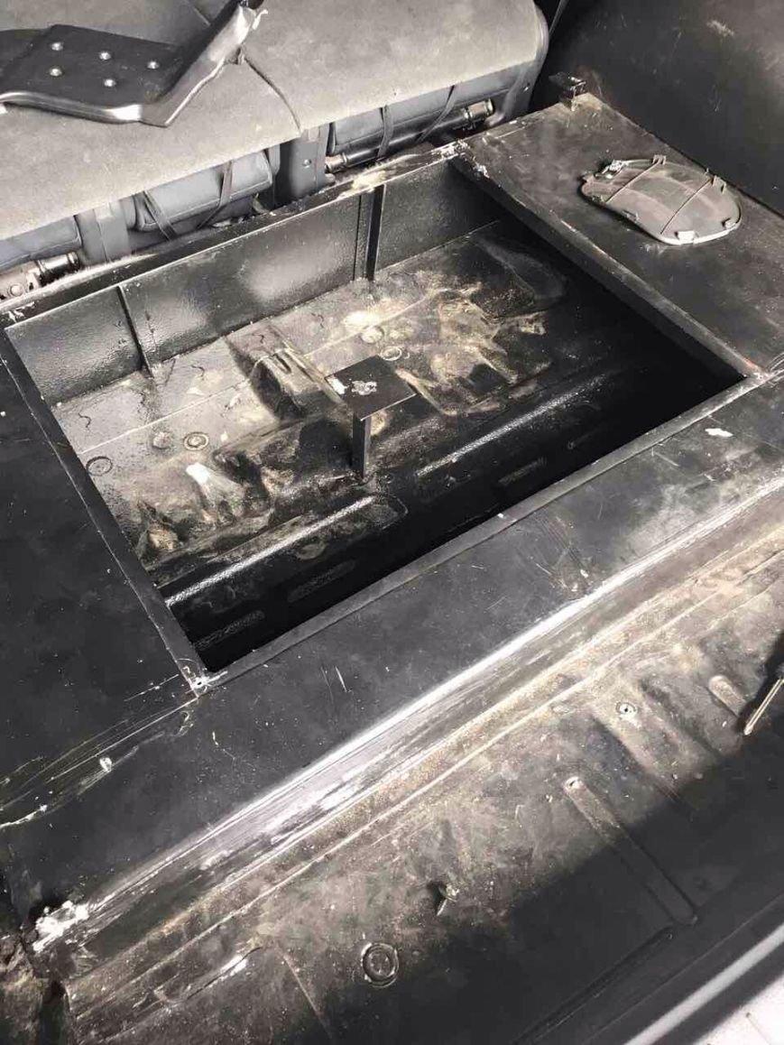 На Закарпатті виявили крупну партію цигаркової контрабанди: фото, фото-2