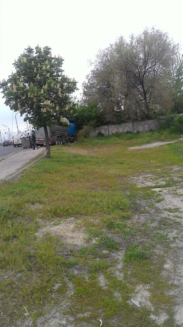 В Днепре водитель автоцистерны въехал в бетонный забор (ФОТО), фото-2