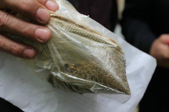 Як закарпатські поліцейські мішки з кокаїном палили: фото, відео, фото-3