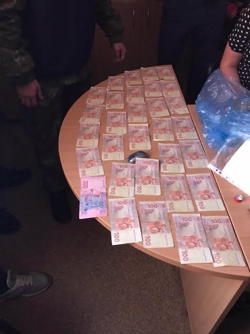 В Мариуполе работник соцзащиты требовала взятки за справки переселенцев (ФОТО), фото-1