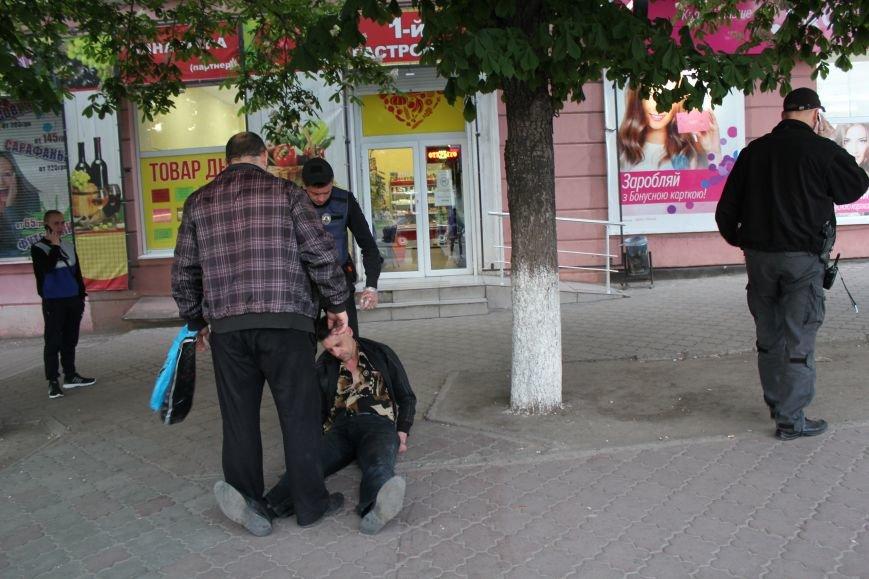 В Мариуполе мужчина едва не умер на глазах у сотни людей (ФОТО), фото-1