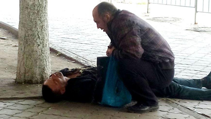 В Мариуполе мужчина едва не умер на глазах у сотни людей (ФОТО), фото-5