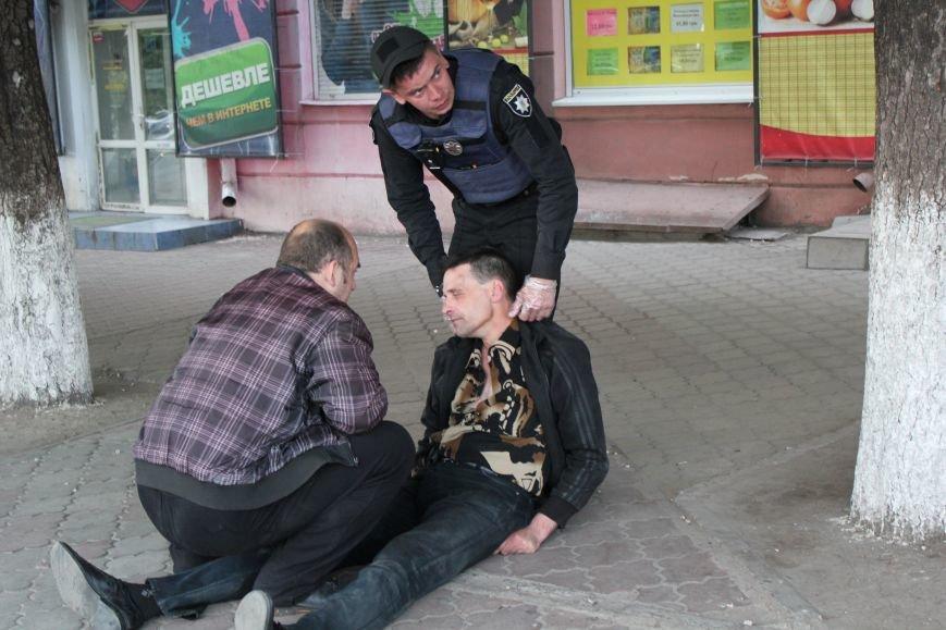 В Мариуполе мужчина едва не умер на глазах у сотни людей (ФОТО), фото-2