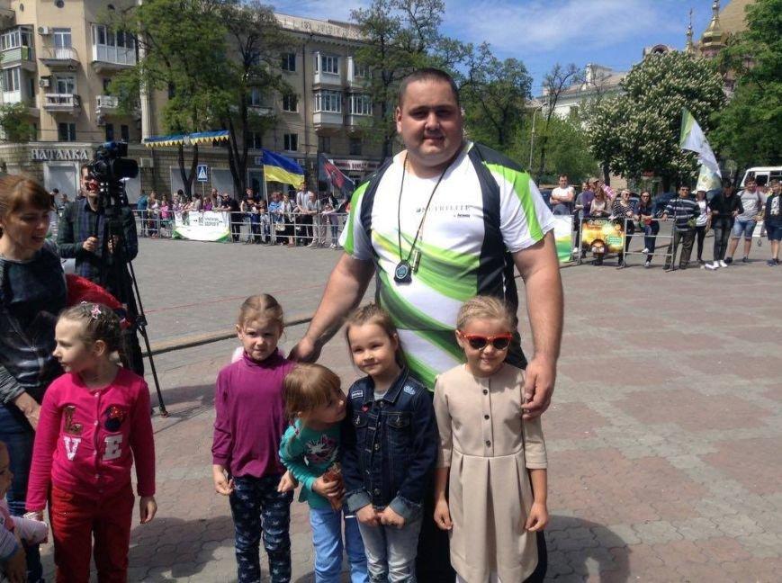 На центральной площади Мариуполя выступили силачи (ФОТО), фото-4