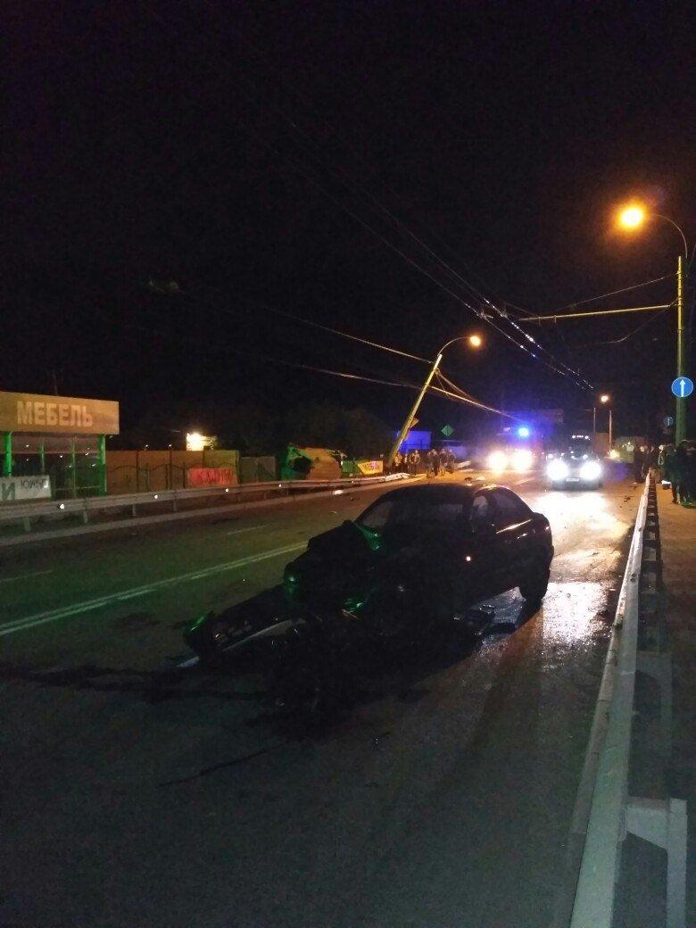 На трассе Симферополь-Ялта водитель микроавтобуса насмерть разбился о столб (ФОТО), фото-1