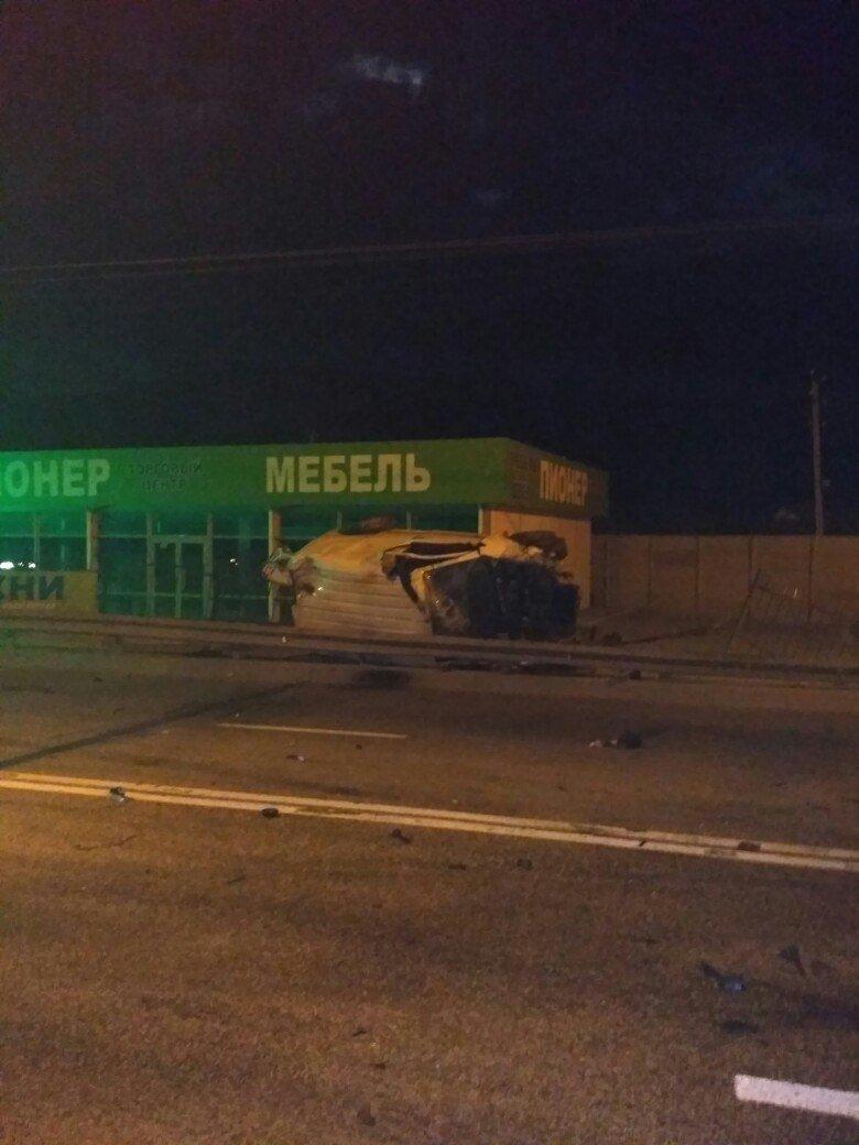На трассе Симферополь-Ялта водитель микроавтобуса насмерть разбился о столб (ФОТО), фото-3
