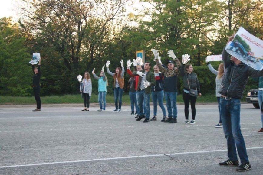 Студенты вышли на дороги Симферополя с плакатами (ФОТО), фото-1