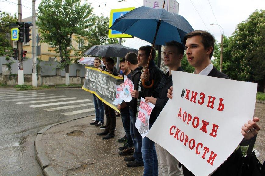 Студенты вышли на дороги Симферополя с плакатами (ФОТО), фото-3