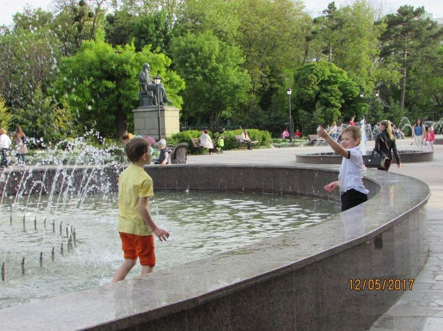 В Симферополе открылся сезон купания в фонтанах (ФОТО), фото-1