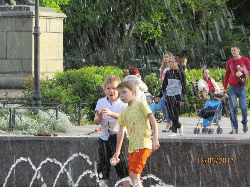 В Симферополе открылся сезон купания в фонтанах (ФОТО), фото-3