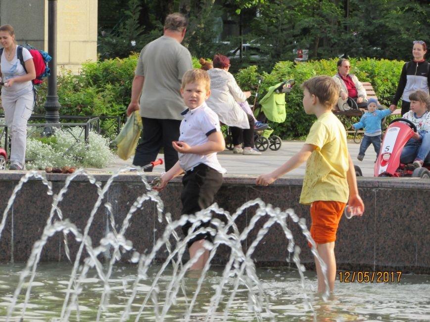 В Симферополе открылся сезон купания в фонтанах (ФОТО), фото-2