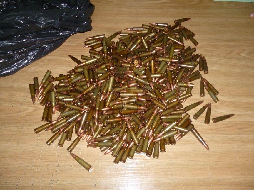 """В Ужгороді СБУ обшукала одного з трьох """"баронів"""", які торгували в Україні зброєю з ЄС: фото, фото-4"""