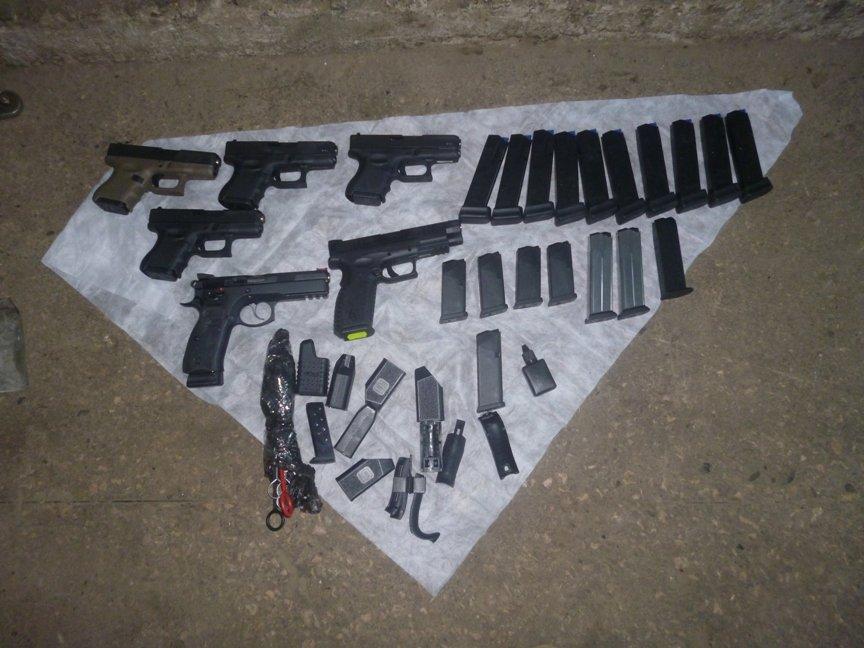 """В Ужгороді СБУ обшукала одного з трьох """"баронів"""", які торгували в Україні зброєю з ЄС: фото, фото-3"""