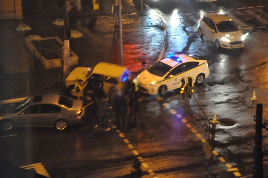 Под Одессой водитель запаниковал, увидев копа, и врезался в столб (ФОТО), фото-1